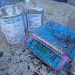 付帯部(破風・鼻隠し・鉄部・木部・雨樋など)塗装には、弱溶剤2液形 ファインSi デジタルはかり